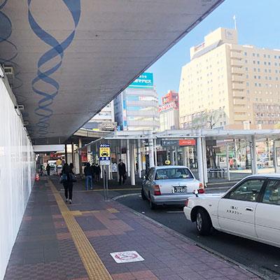 現在改装工事中の新潟駅の万代口から外へ出ます。