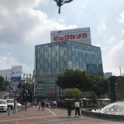 JR岡山駅 地上から 東口階段を降りると左前方にビックカメラが見えます。