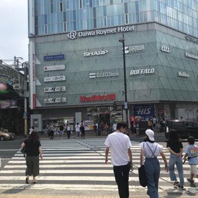 JR岡山駅 地上から ビックカメラ前の横断歩道を渡り、右に曲がります。