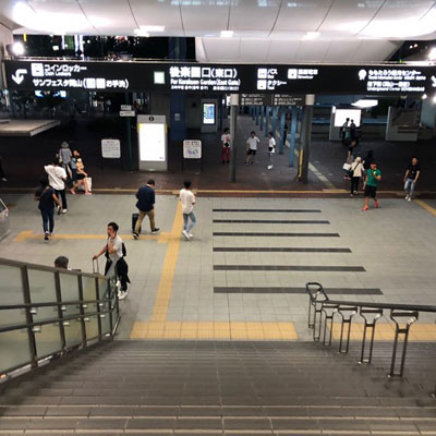 JR岡山駅 地下から JR岡山駅、後楽園口(東口)を出ます。