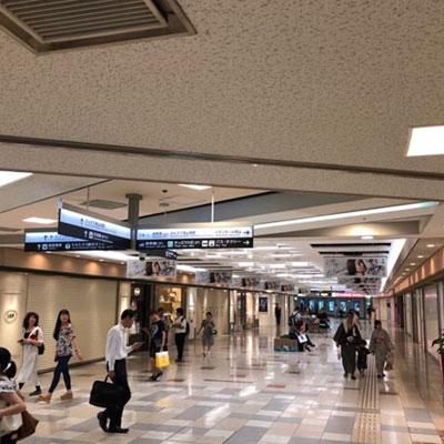 JR岡山駅 地下から 地下階段を降りて右に曲がります。