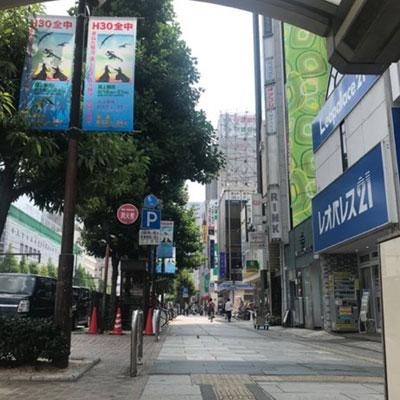 JR岡山駅 地下から 真っ直ぐ進むと当院が入った若林ビルが見えます。