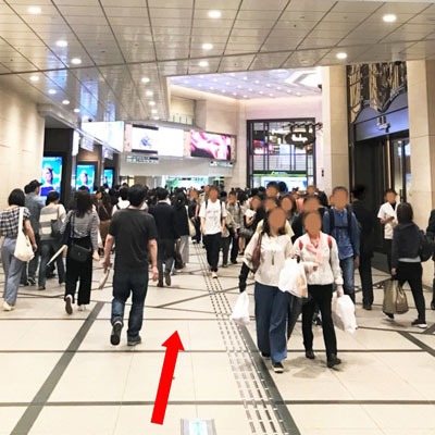 JR大阪駅 阪急コンコース広場が見えます