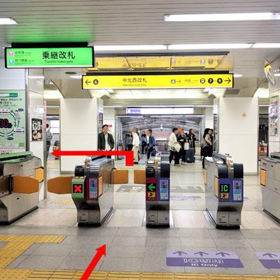 御堂筋線梅田駅 中北西改札を出て6番出口方面へ