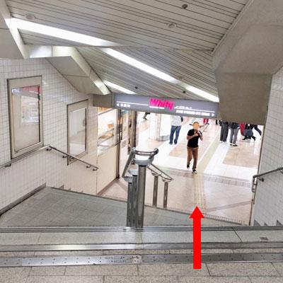 御堂筋線梅田駅 ホワイティ梅田へ
