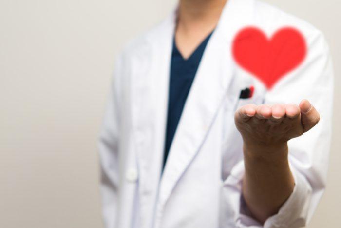 ミノキシジルは当然用量が多いほうが発毛効果が強いのは間違いありません。 もともと高血圧の治療薬として開発された背景からも分かるように血圧や脈拍などの観察は非常に重要です。 安易な増量も危険ですが減薬や突然の休薬もせっかくの発毛効果が失われる結果になってしまいます。 まずは医師に相談することが大切です。