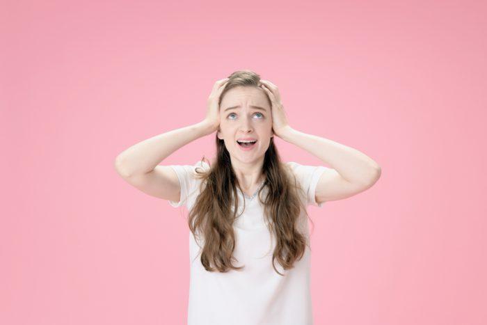 粃糠性脱毛症という言葉があります。粃糠(ひこう)とはフケの事です。頭皮にフケが多く存在している状態での脱毛症のことを総称して粃糠性脱毛症と言っているのでしょう。これは正式な病名ではありません。