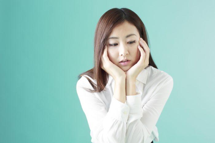 女性の薄毛の治療にはスピロノラクトンを使います。 男性ホルモンを抑えて女性ホルモンを優位にするからです。 しかし、女性ホルモンには乳がんなどのリスクがあります。 スピロノラクトンは長く内服していても大丈夫なのでしょうか。